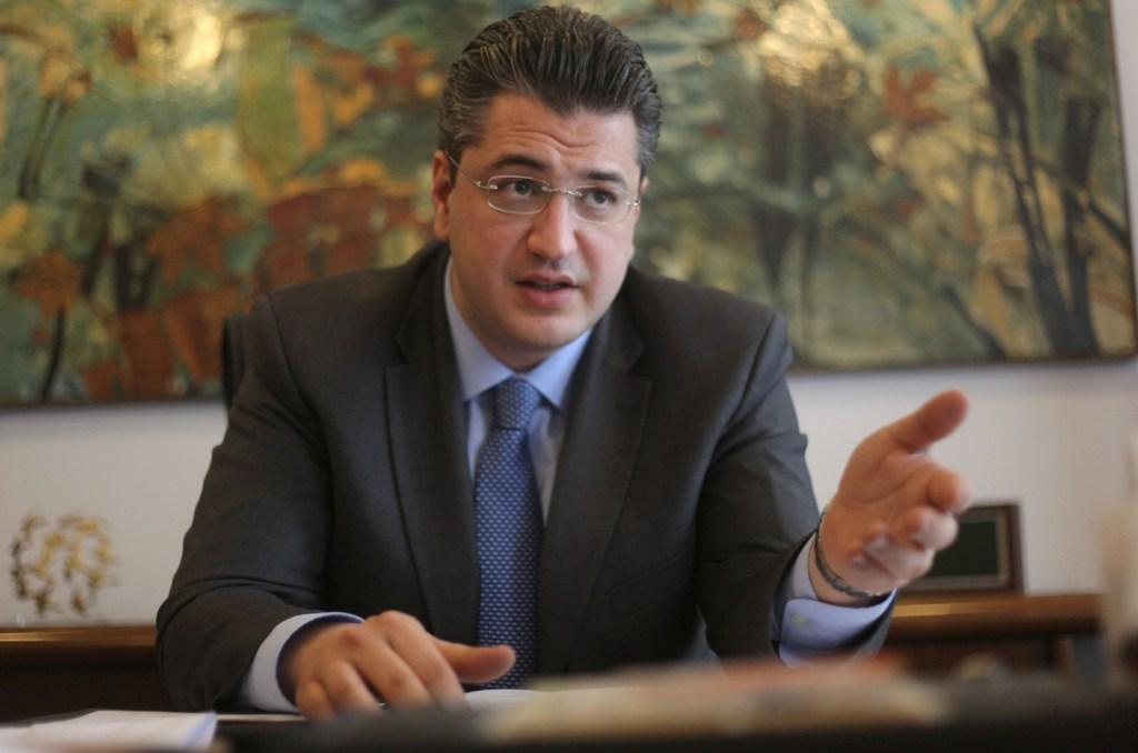 Στη δημιουργία νέων θέσεων εργασίας, μέσω της ανάπτυξης της επιχειρηματικότητας, και στη μείωση της γραφειοκρατίας στις συναλλαγές με τον πολίτη στοχεύει ο νέος περιφερειάρχης Κεντρικής Μακεδονίας, Απόστολος Τζιτζικώστας Τρίτη 22 Ιανουαρίου . Δίνοντας το στίγμα των προτεραιοτήτων του σε συνέντευξή του στο ΑΠΕ – ΜΠΕ, τονίζει ότι η ανεργία είναι το βασικότερο πρόβλημα στην Μακεδονία και τη Βόρεια Ελλάδα, εκτιμά ότι φτάνει το 50% για τις ηλικίες των 30 – 35 ετών και υπογραμμίζει ότι το πρόβλημα δεν μπορεί να λυθεί αν δεν βελτιωθούν οι ρυθμοί ανάπτυξη. ΑΠΕ-ΜΠΕ/ΑΠΕ-ΜΠΕ/ΝΙΚΟΣ ΑΡΒΑΝΙΤΙΔΗΣ